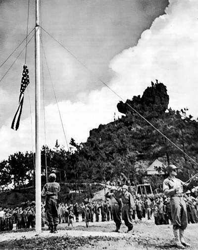 Raising_the_flag_on_Okinawa